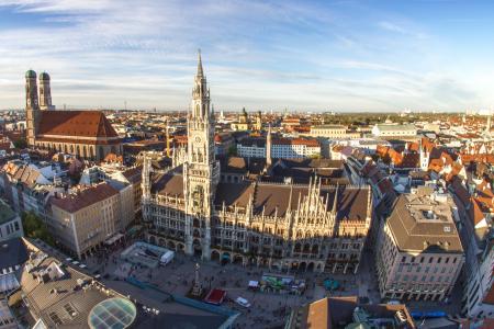Der Marienplatz und das neue Rathaus