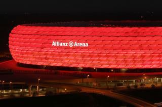 Bild: Allianz Arena bei Nacht