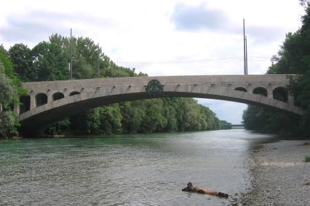 200 Meter nach der Max-Joseph-Brücke kann gebadet werden