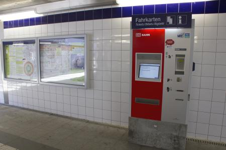 Ein Fahrtkartenautomat in München Pasing