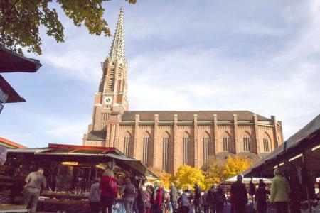 Dreimal im Jahr findet die Auer Dult auf dem Mariahilfplatz statt
