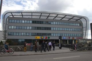 Bild: Eingang des ZOBs von der Hackerbrücke