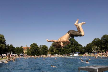 Schyrenbad, Schwimmbecken