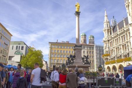 Die Mariensäule in der Mitte des Marienplatzes