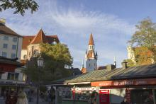 Picture: Viktualienmarkt and the old city hall (Altes Rathaus)