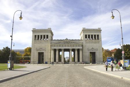Königsplatz: Die Propyläen