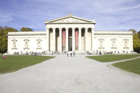 Königsplatz: Die Glyptothek