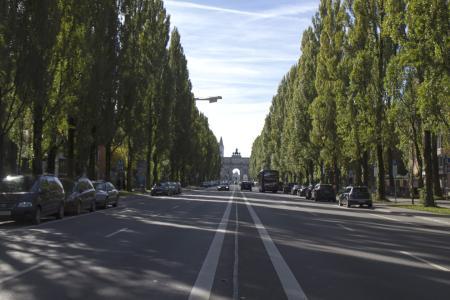 Die Leopoldstraße stadteinwärts