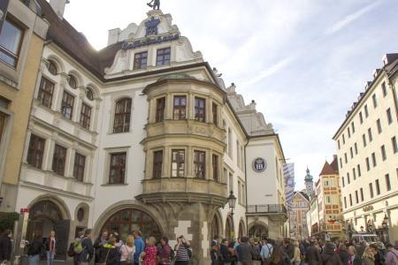 The Hofbräuhaus at the Platzl