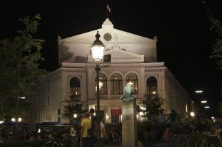 Picture: State Theatre on Gärtnerplatz at night