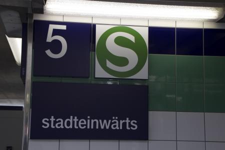 Zur S-Bahn - stadteinwärts