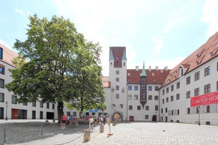 Die Münchner Kaiserburg im Alten Hof