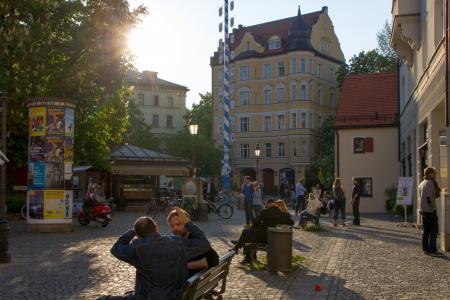 Der Wiener Platz am Abend