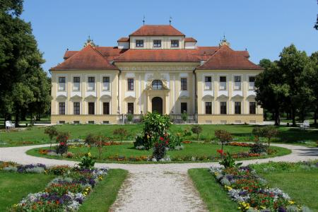 Lustheim Palace garden side